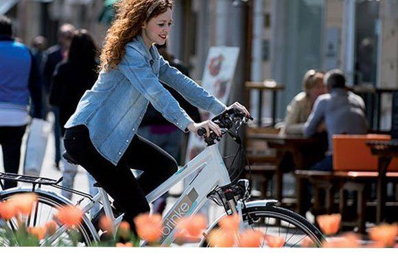bicicletta elettrica in città